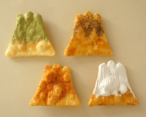 Mt Fuji shaped rice crackers | A website dedicated to